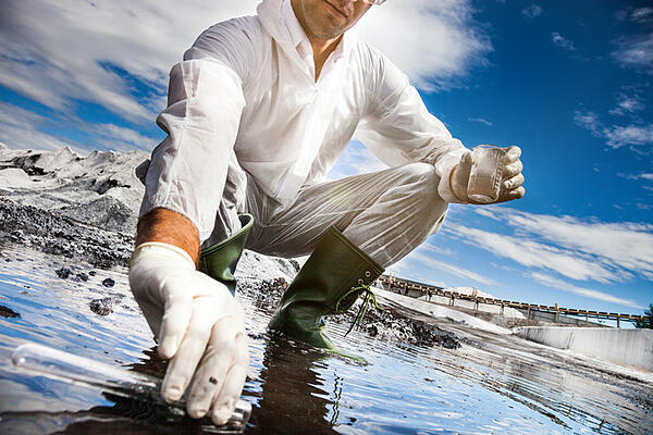 2019-06_Advantage_blogs_what-does-contaminated-water-do-to-the-human-body_scientist